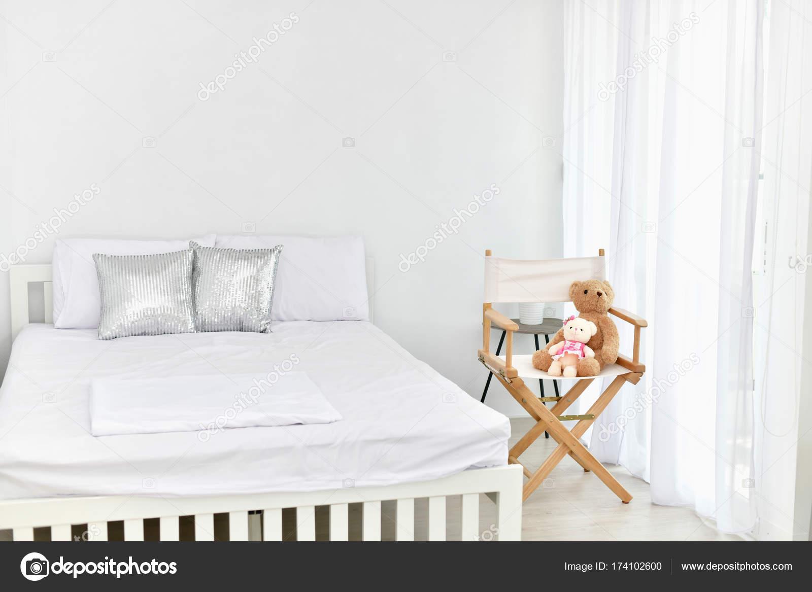 Beyaz yatak odası: zarif ve zarif