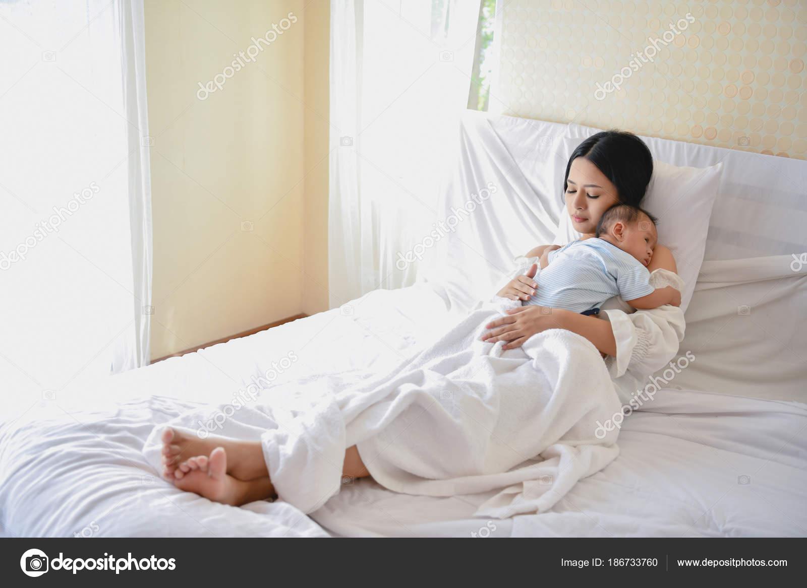 В спальне с мамочкой, смотреть свингеры на русском поменялись женами