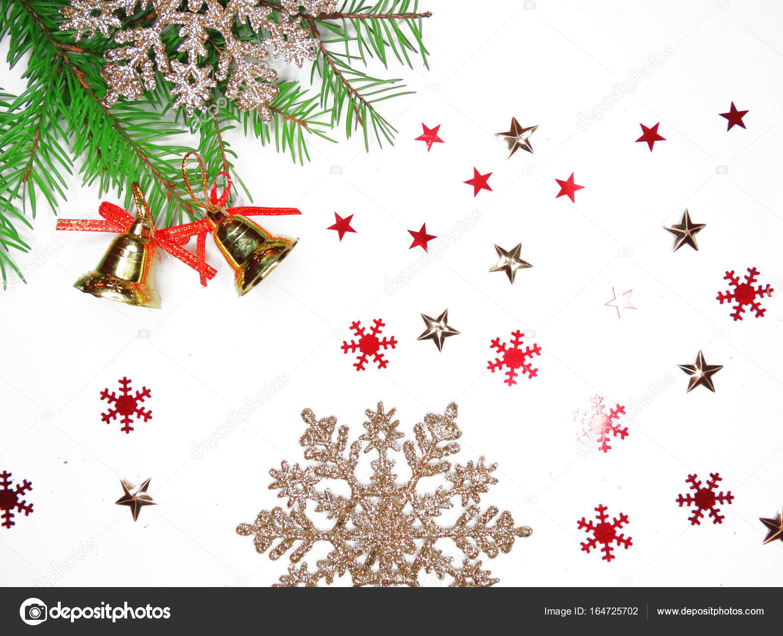 Kerst decoratie compositie bij spar takken garland licht — Stockfoto ...