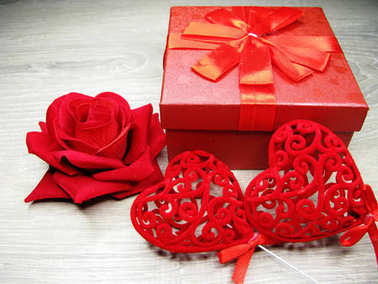 gift box and rose flowers greeting card valentine's day love hol