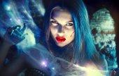 schöne Halloween-Vampir-Frauenporträt.