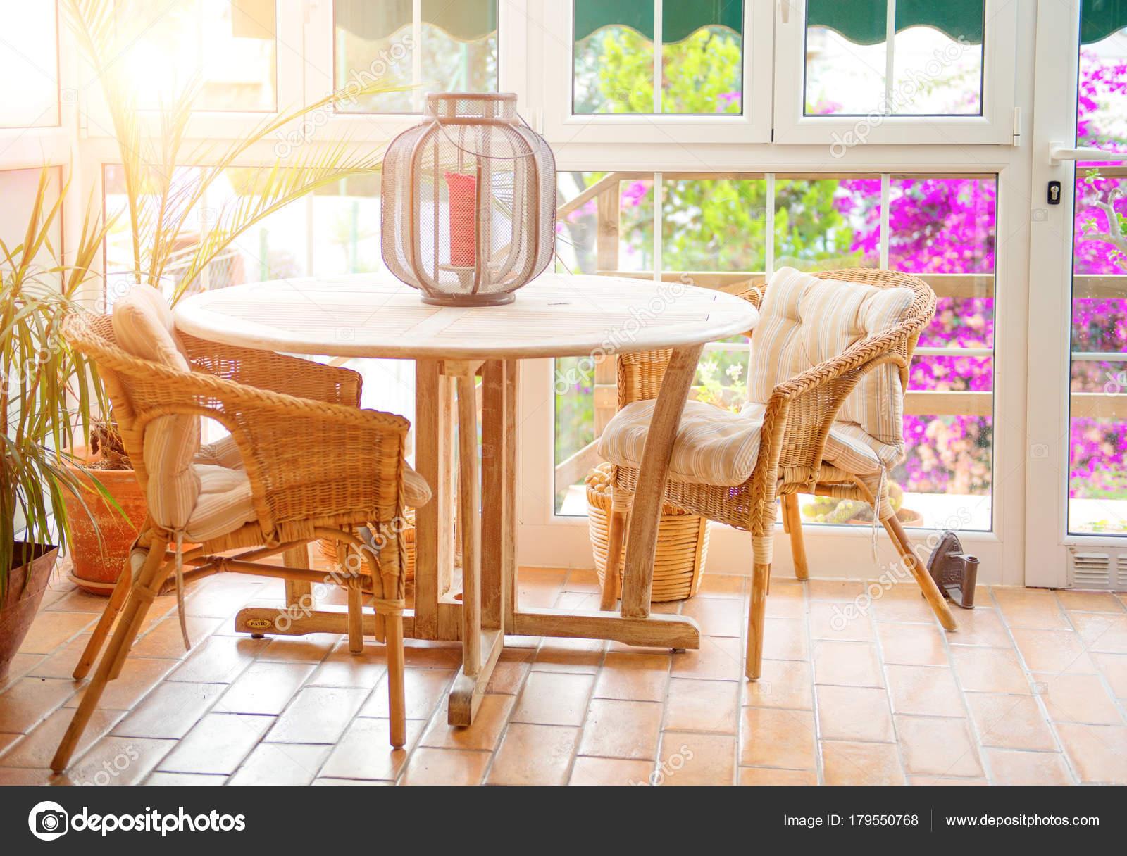 Interior Terraza Café Vacío Con Sillas Mimbre Mesa Foto De