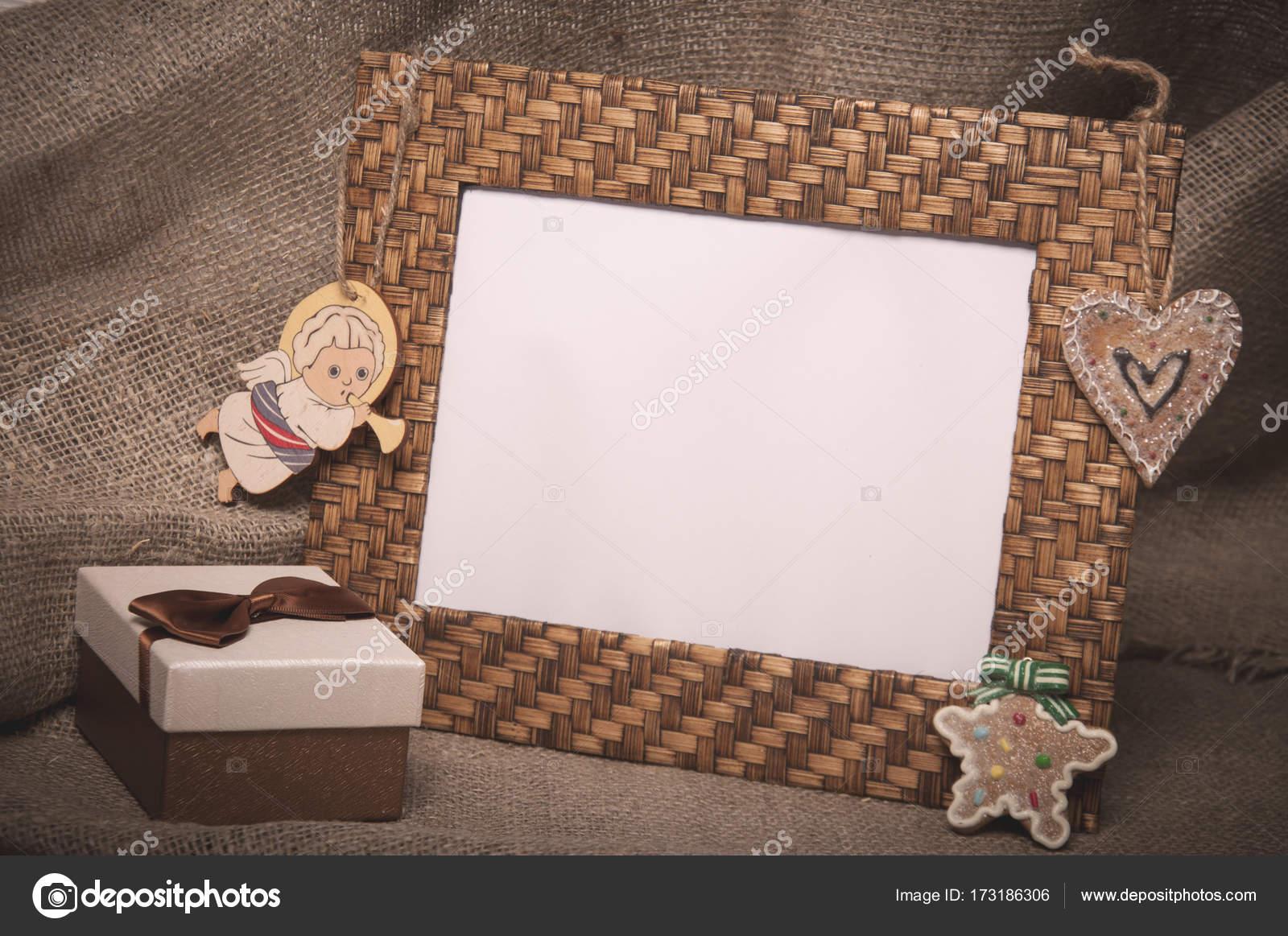 Desktop-Bilderrahmen mit Geschenk-Box auf Leinenstoff — Stockfoto ...