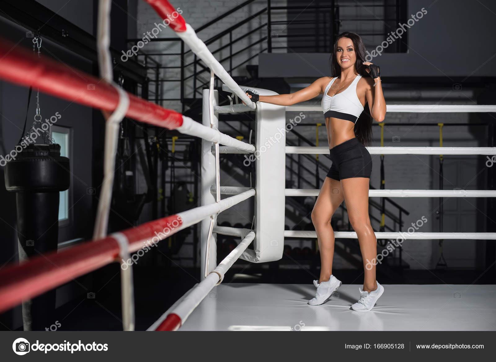 Сексуальный парень на ринге