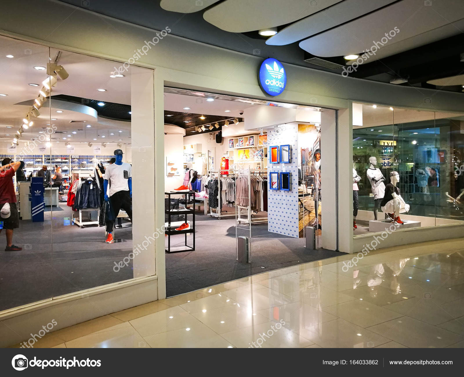 Bangkok, Thaïlande - 18 juillet 2017 : Adidas Originals boutique à Central World sur 18 juillet 2017. Adidas Originals symbole à devanture de magasin de ...