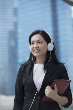 asian businesswoman wearing headphones