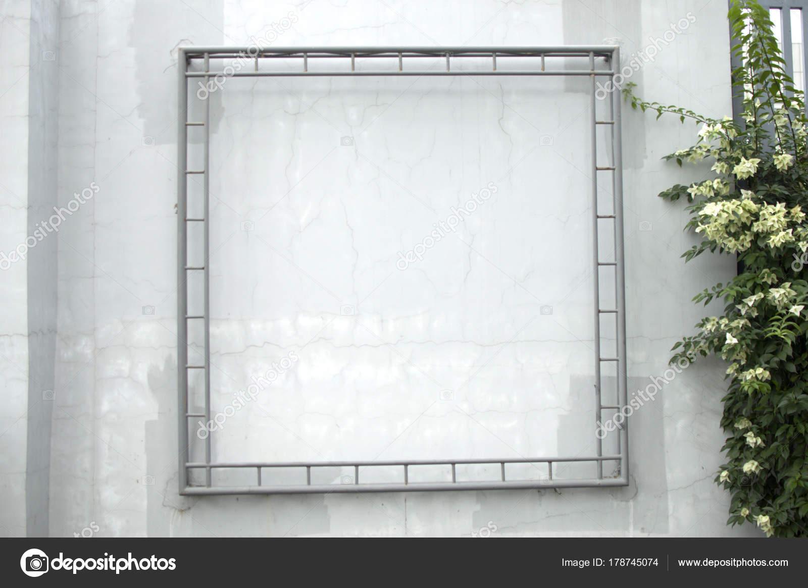 Marco Metal Blanco Contra Muro Hormigón Blanco — Fotos de Stock ...