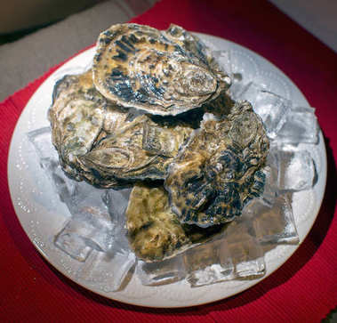 Close view of fresh oysters served on ice
