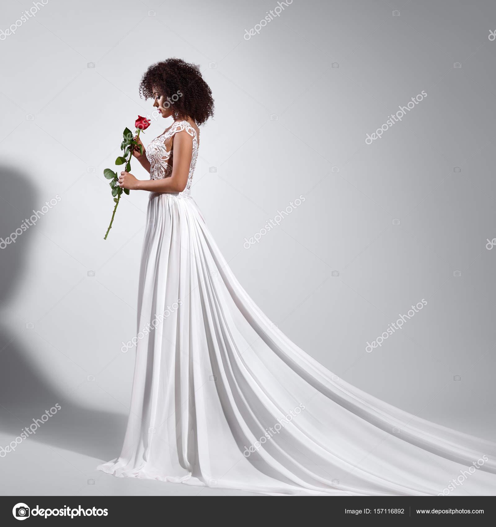 Bruiloft Jurk Meisje.Meisje Bruiloft Jurk Bruid Mooie Stockfoto C Fantasystudio