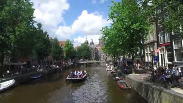 pohled průplav Amsterdam