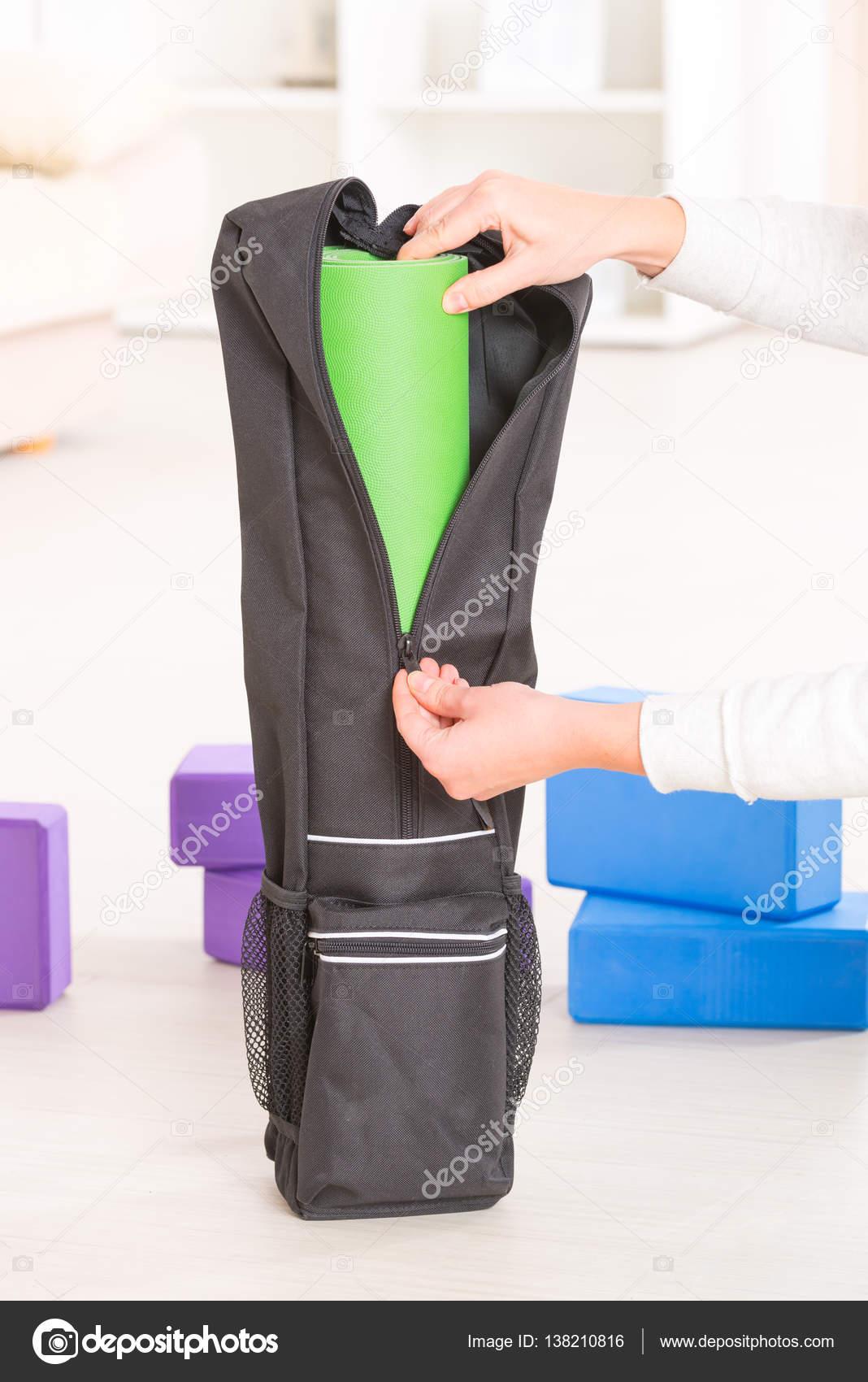 a2280da8daf11 Wewnątrz torby specjalne jogi maty do jogi — Zdjęcie stockowe ...