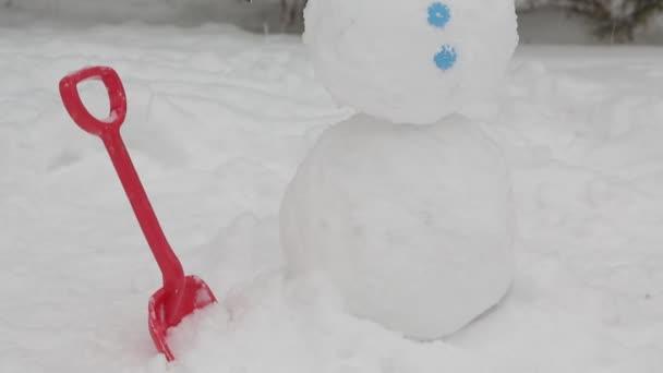 A vidám hóember állt a hó 4