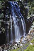 Narada Falls mit Regenbogen, Mount Rainier Nationalpark, Washington, USA, Nordamerika
