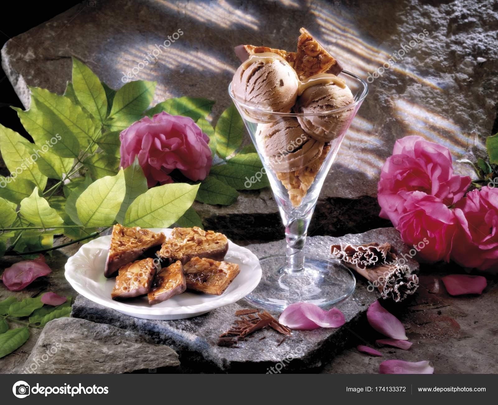 Florentiner Weihnachtsplätzchen.Eisbecher Und Florentiner Plätzchen Stockfoto