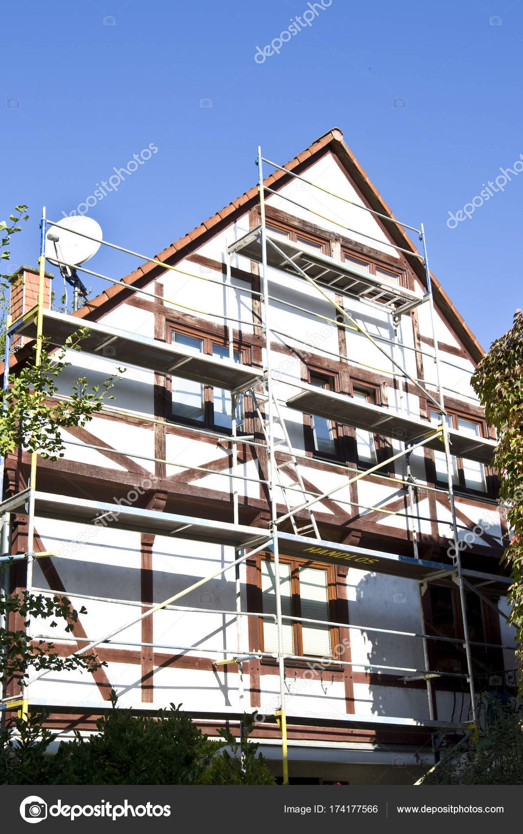 Casa Madera Con Andamio Para Reconstruir Marco Hessen Alemania ...