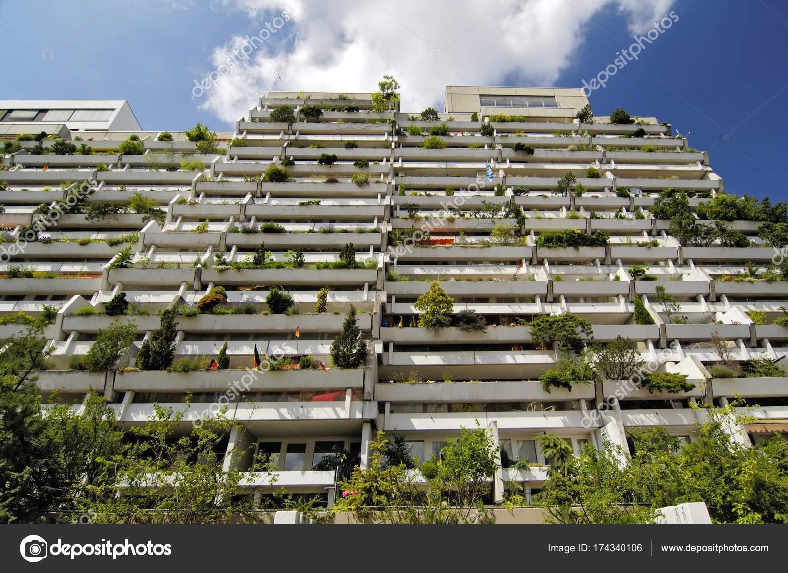 Grüner Beton Balkone Olympiadorf Olympia Hochhaus Wohnungen Dorf
