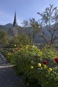 Fotografie Kreuth bei Tegernsee See Tegernsee Bayern Deutschland Kirche st. Leonhard mit einem Landwirt-Garten