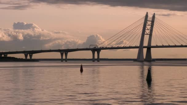 Nový lanový most přes vodní dráhu.