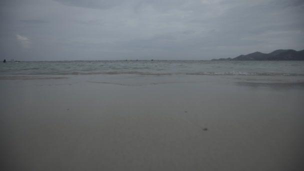 Thaiföld beach, Thai hullámok. 4 k nyári vakáció nyugodt tenger homok