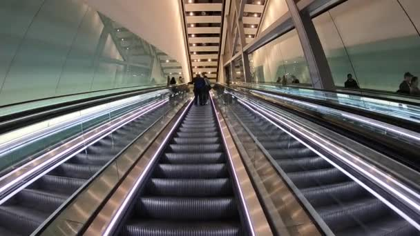 Eskalátor v moderní letiště, pozadí, doprava, obchod, eskalátor, cestování, stanice, interiér