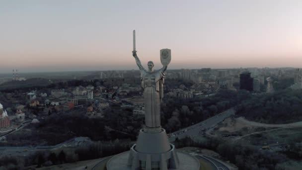 Anyaföld emlékmű a Museum of Second World War Kijevben 4k drón nézet