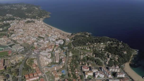 Lloret de Mar na Středozemním moři v létě Španělsko 4k drone let
