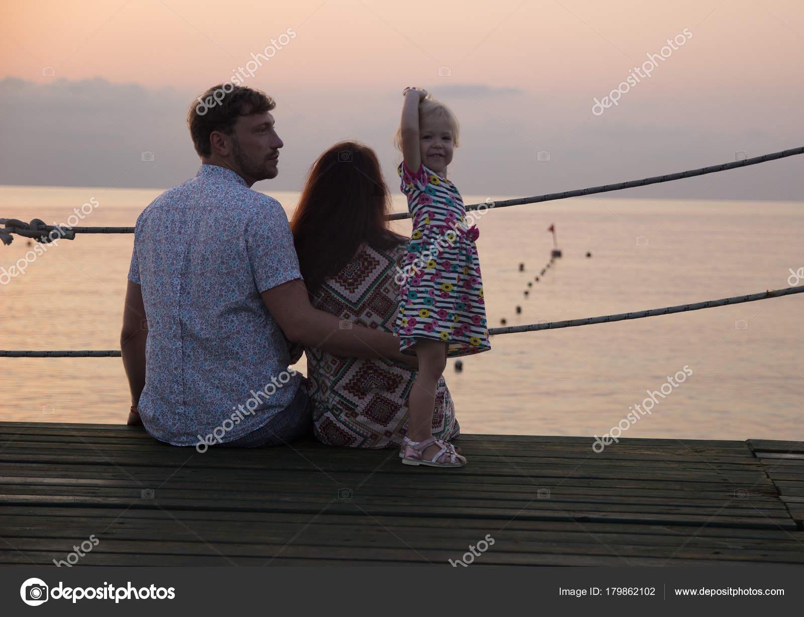 Смотреть мама папа и дочь