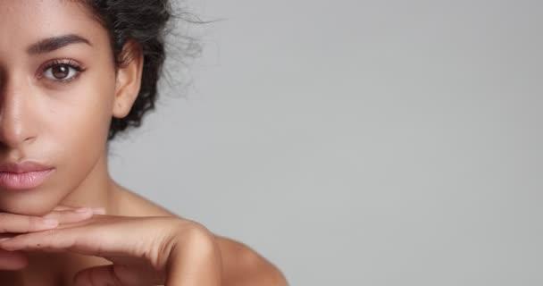 Gyönyörű marokkói lány tökéletes bőr-videóval
