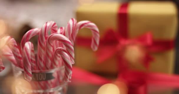 Candy cane és karácsonyi ajándékokat