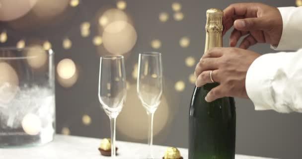 Otevření láhve šampaňského