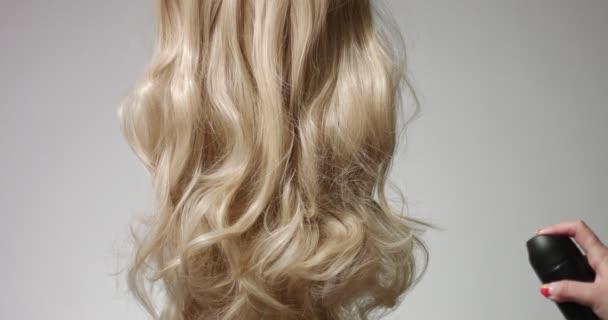 Použití lak na vlasy na blond vlasy
