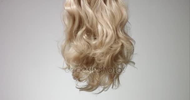 Třepání Zenske blond vlasy