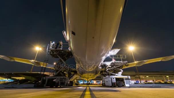 Külső teherszállító repülőgép betöltése