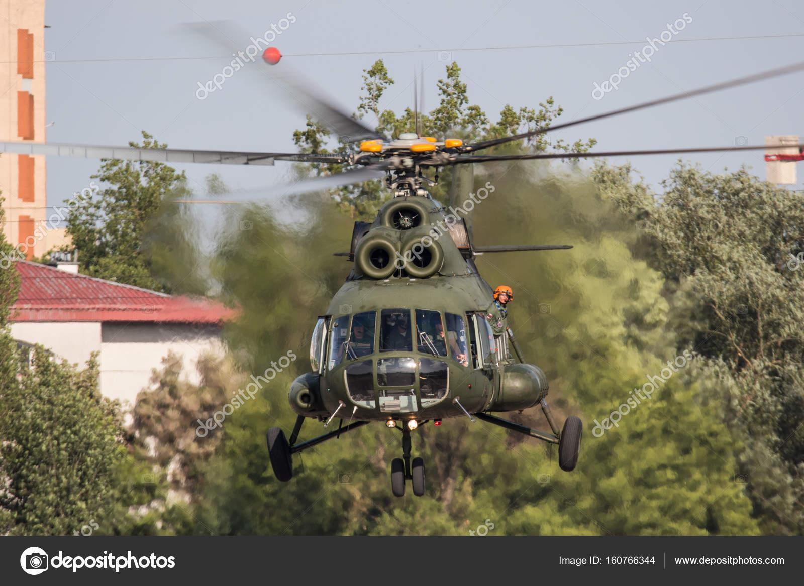 Elicottero 8 : Elicottero mi in krakow airshow u foto editoriale stock