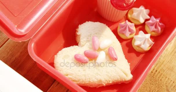 Herz Form Kuchen Mit Lollipop Stockvideo C Wavebreakmedia 132288600