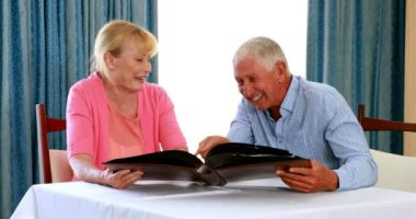 Старые пары в постели видео фото 125-286