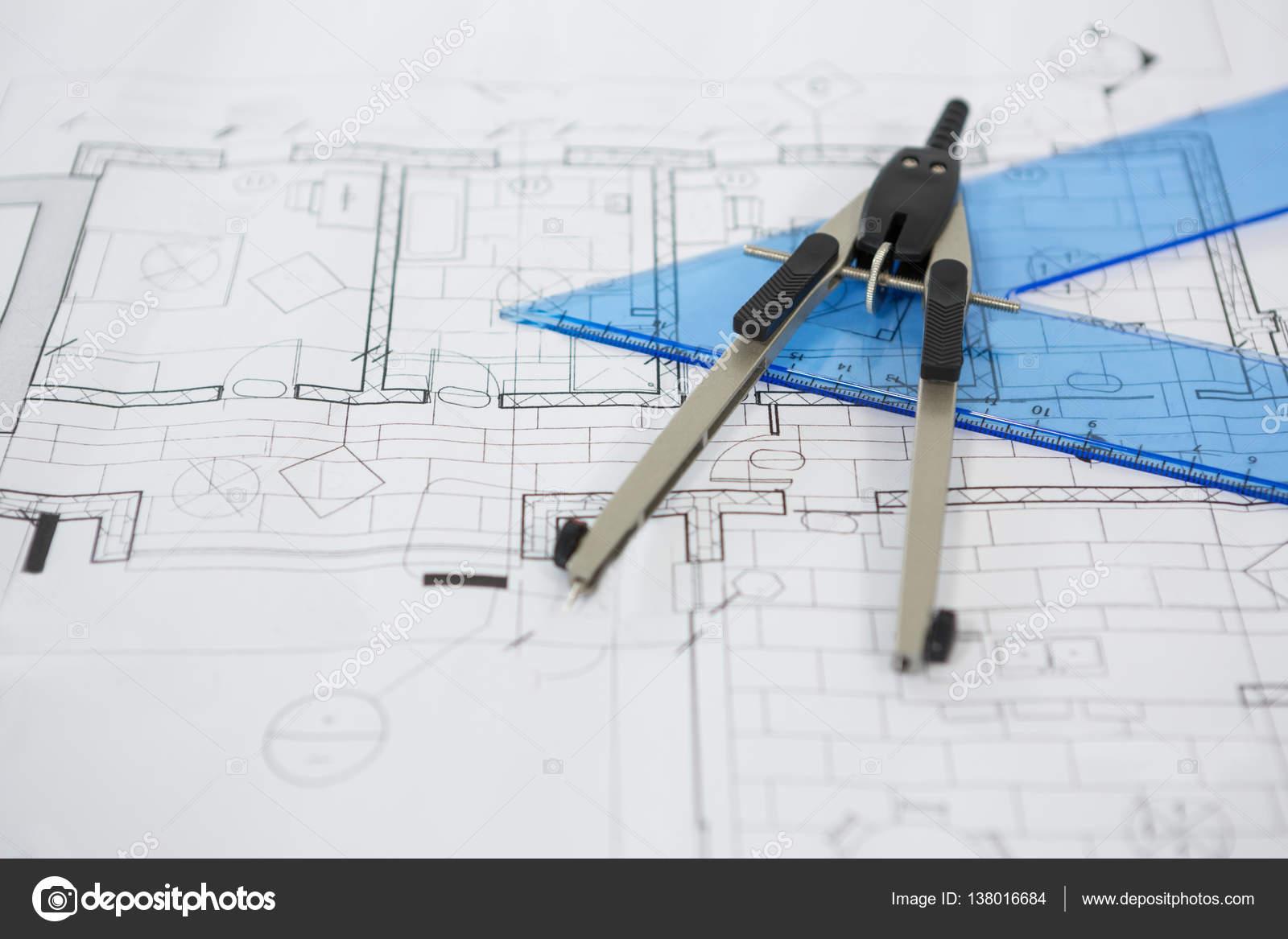 Blueprint con la regla y tornillo de mariposa brjulas foto de blueprint con la regla y tornillo de mariposa brjulas foto malvernweather Image collections