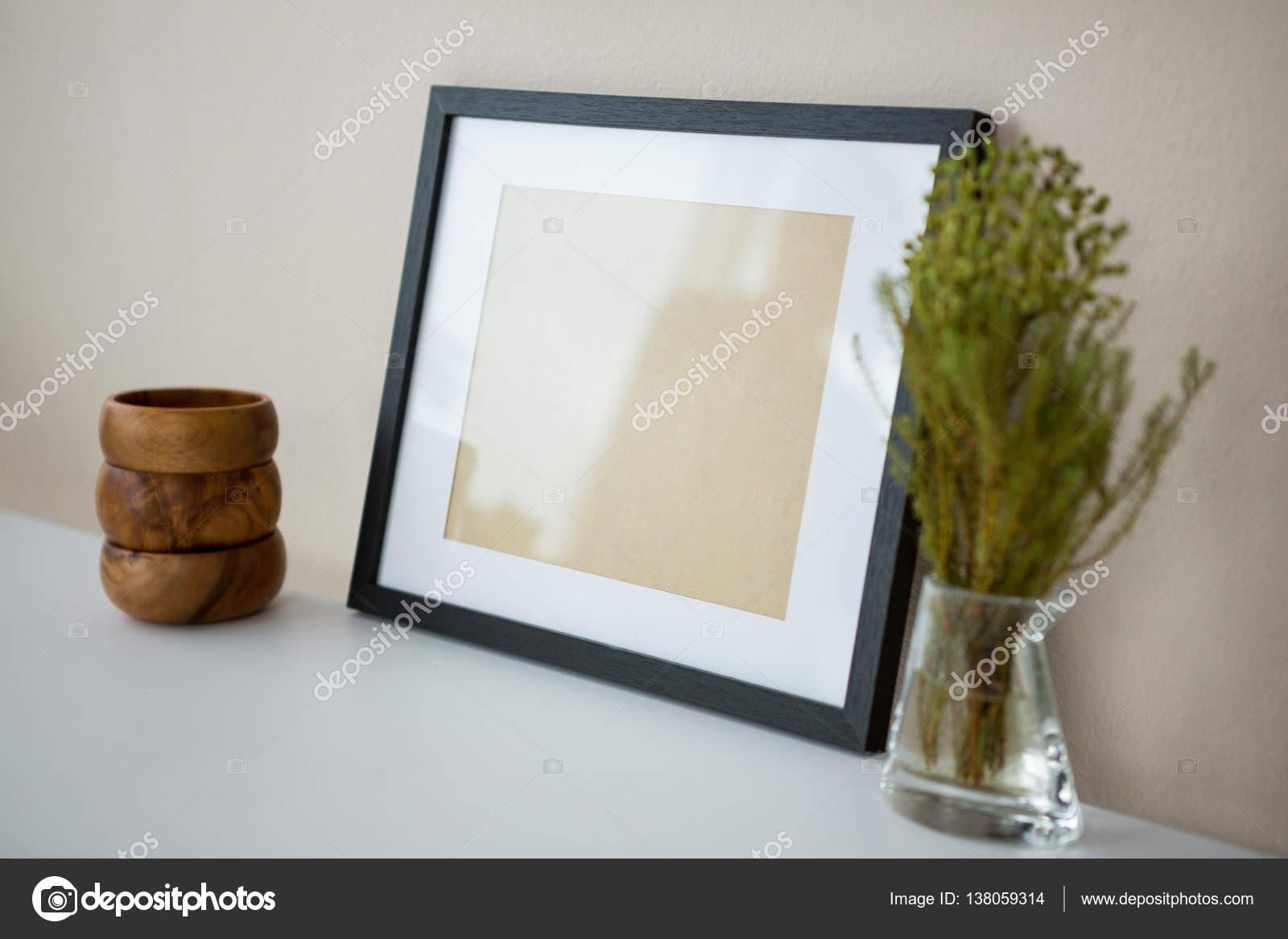 Bilderrahmen aus Holz Stifthalter mit vase — Stockfoto ...