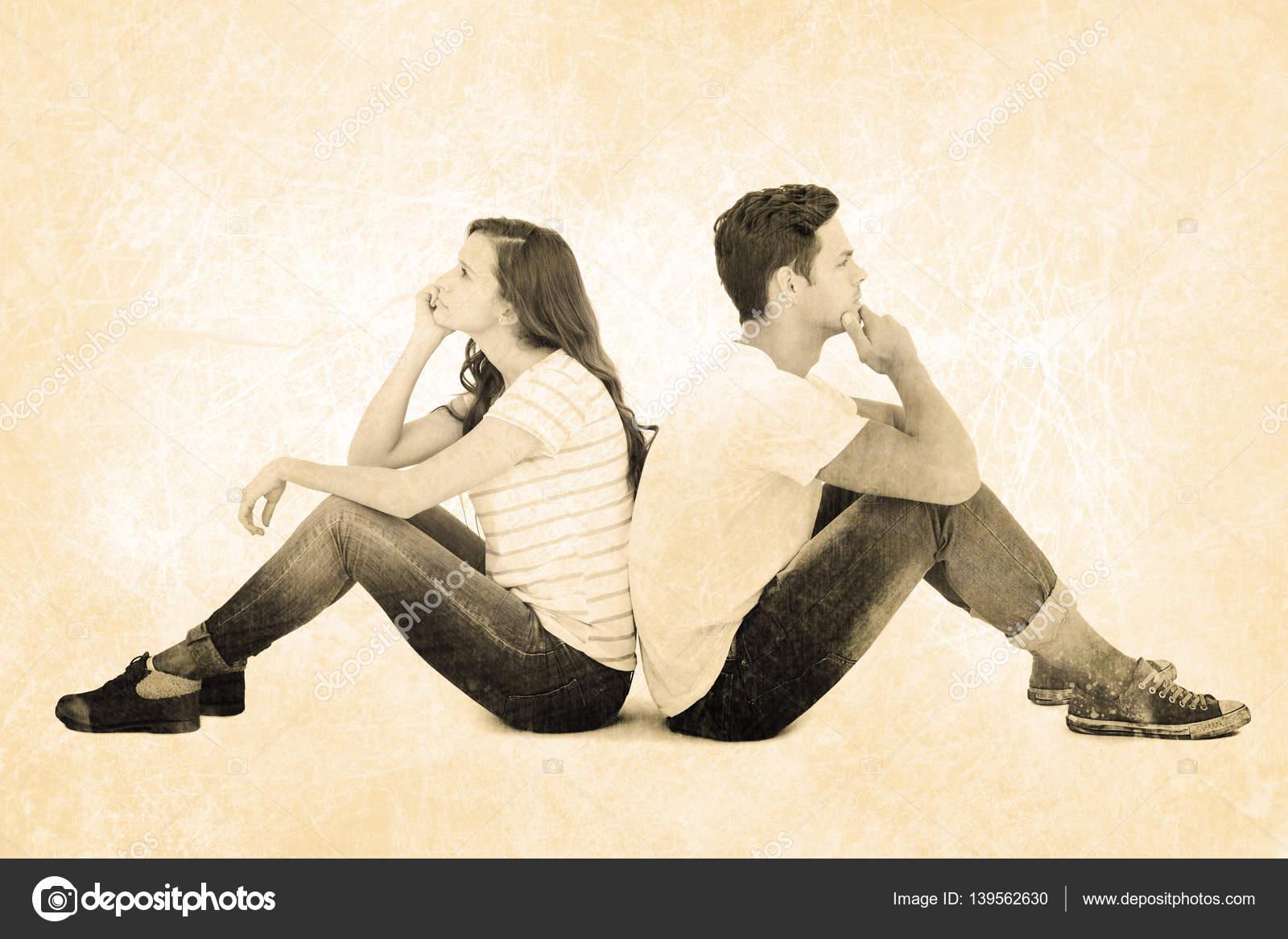 Nachdenklich paar sitzt am Boden — Stockfoto © Wavebreakmedia #139562630