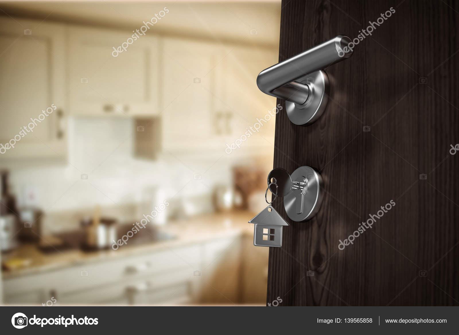 https://st3.depositphotos.com/1518767/13956/i/1600/depositphotos_139565858-stockafbeelding-open-deur-met-huissleutel.jpg