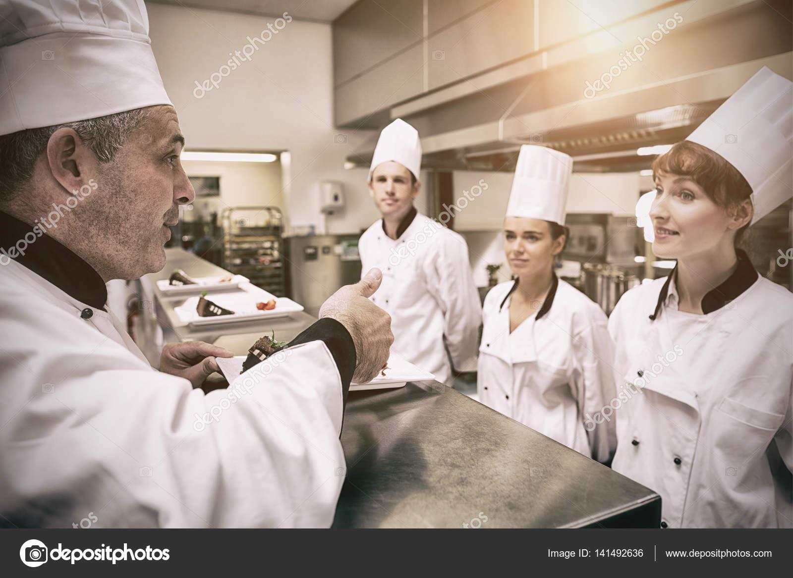 Moderno Jefe De Cocina Ideas Ornamento Elaboración Festooning ...