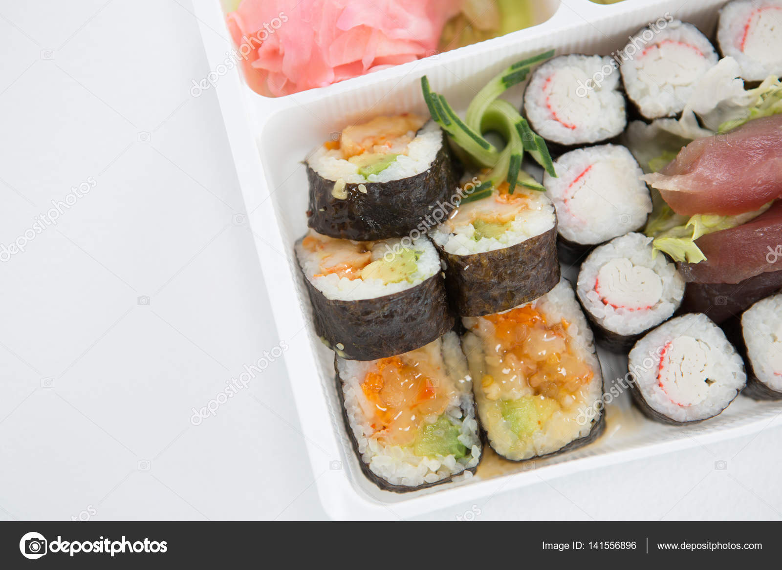 Bandeja de sushi variado stock photo wavebreakmedia 141556896 - Bandejas para sushi ...