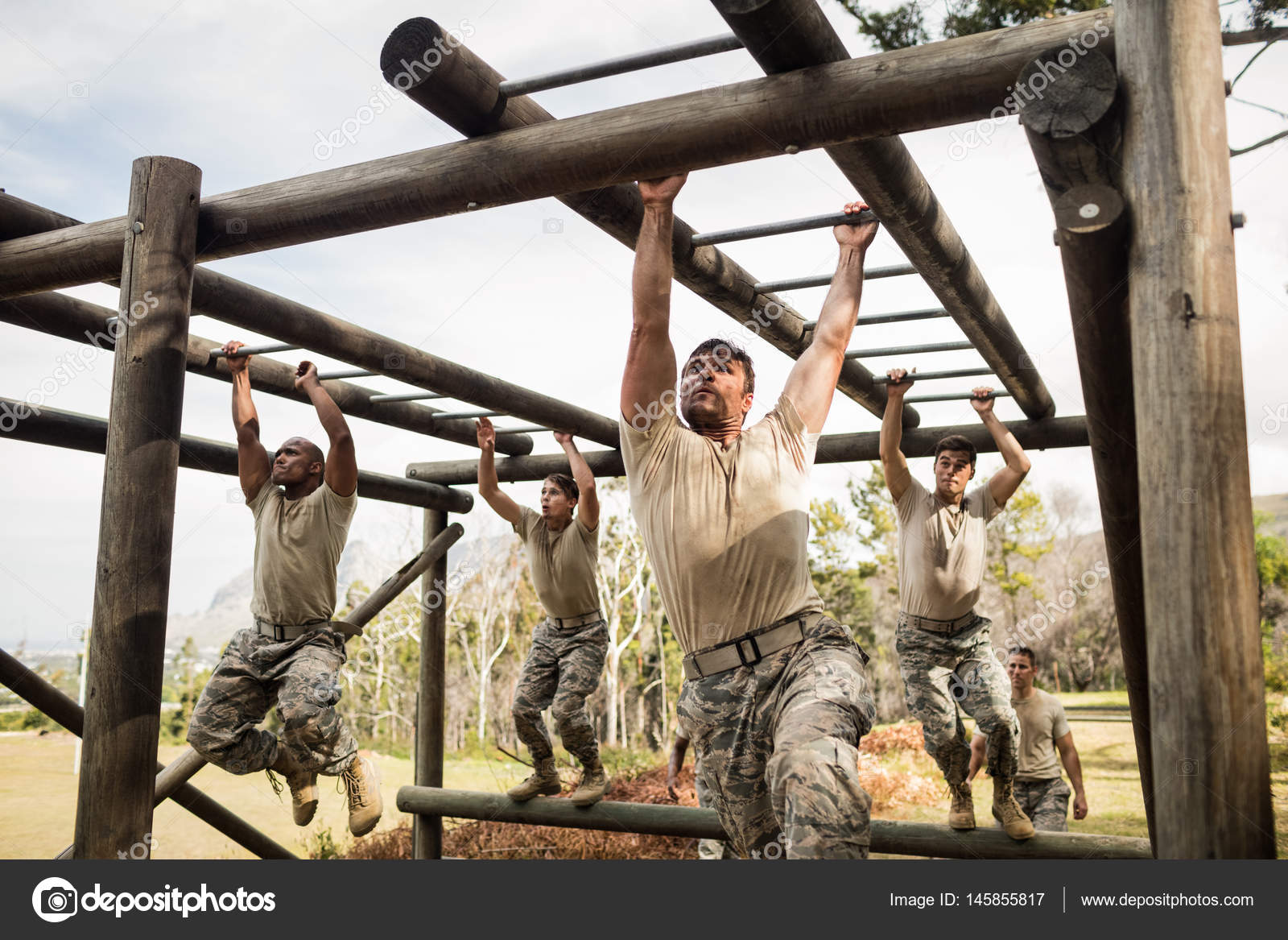 Klettergerüst Boot : Militärische soldat klettern klettergerüst boot camp u stockvideo