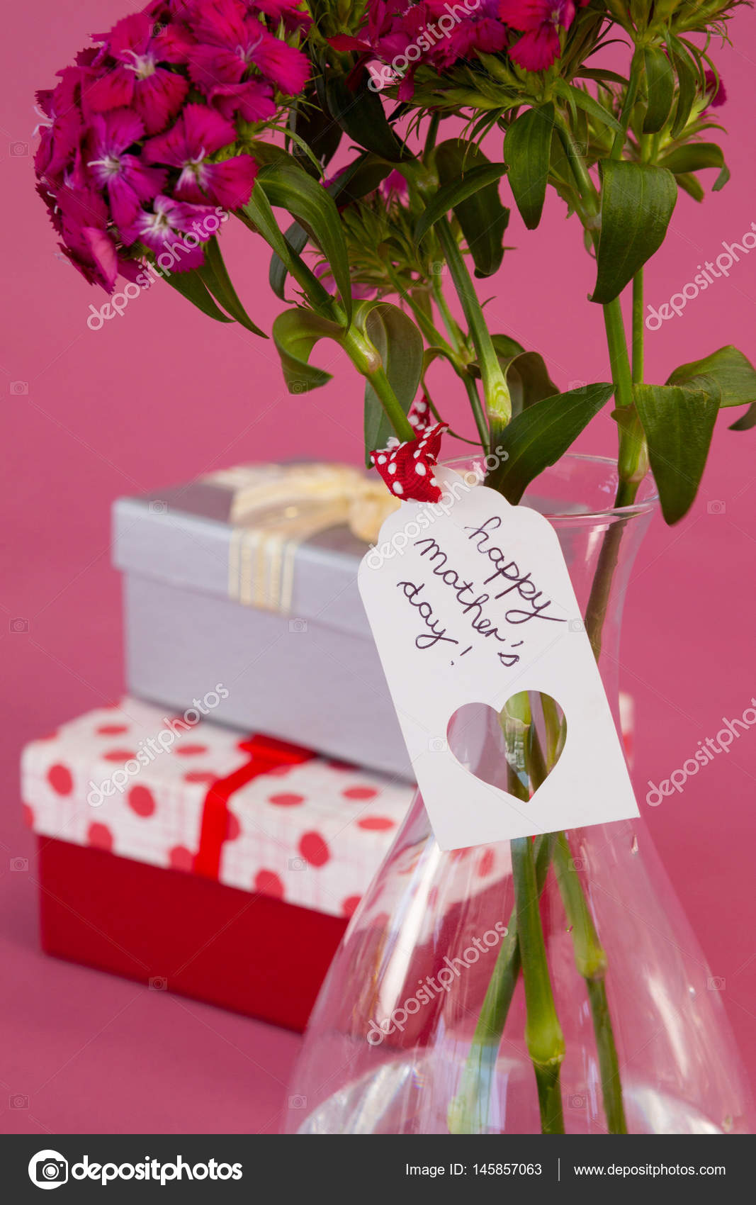 Close-up of happy mothers day card on flowers vase — Stock Photo ...