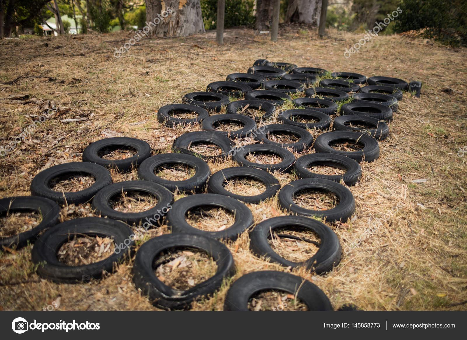Klettergerüst Reifen : Boot camp mit reifen hindernis parcours u2014 stockfoto © wavebreakmedia