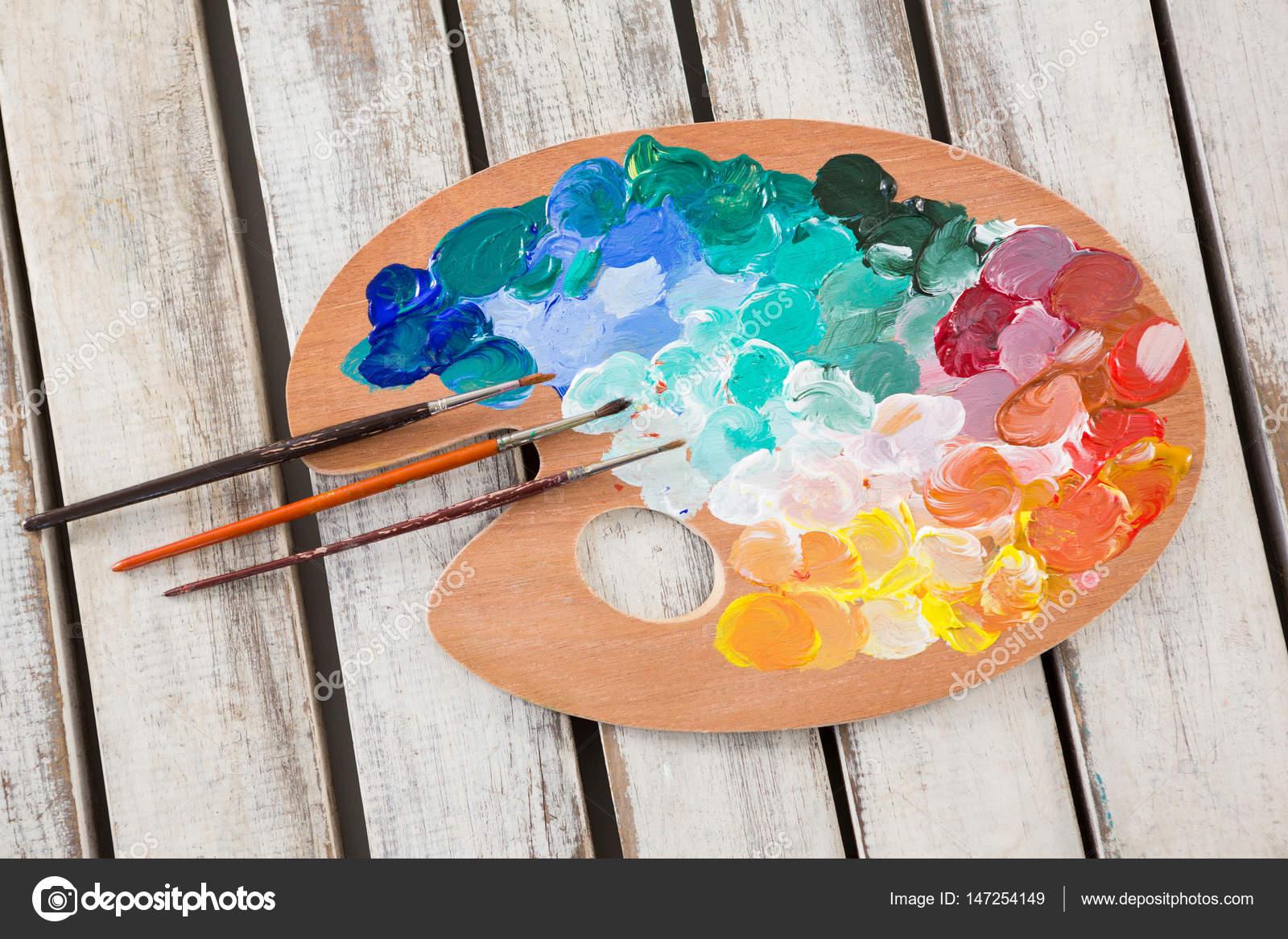 Pinturas de acuarelas y pintura pinceles en la paleta de for Pintura para estanques de peces