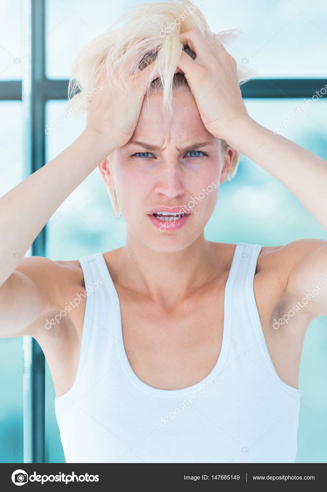 Distressed Frau gegen Fenster — Stockfoto © Wavebreakmedia #147685149
