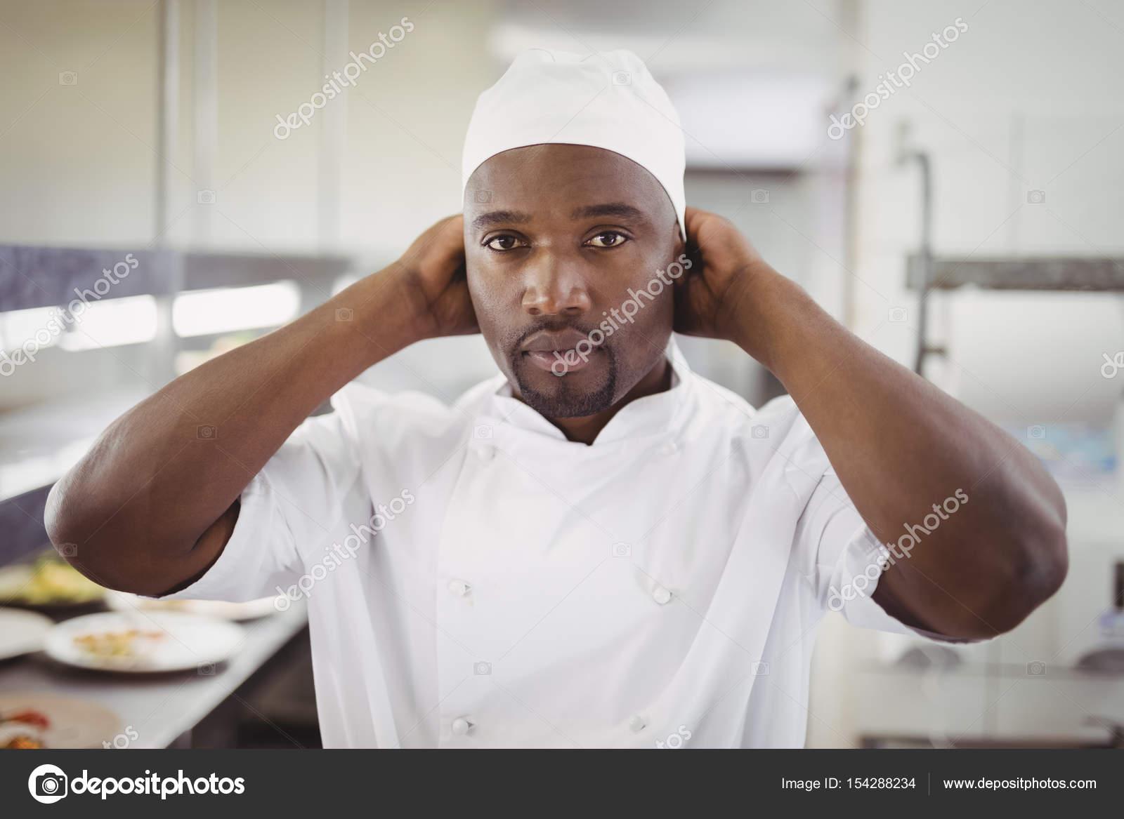 Chef Usando Chap U De Chefs De Cozinha Comercial Stock Photo