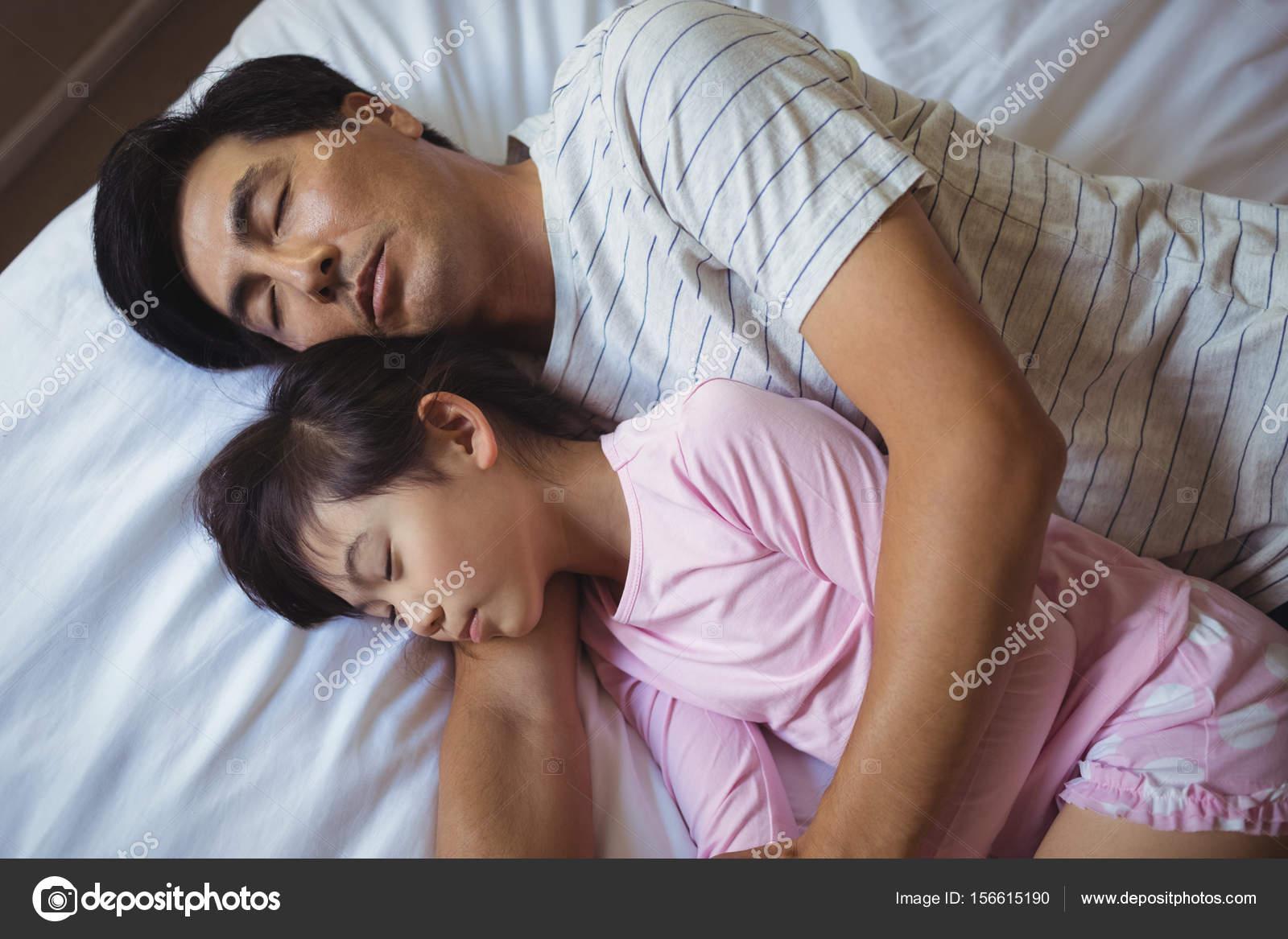 Русские отец и дочь занимаются сексом онлайн бесплатно, Отец и дочь, отец ебет дочь - Смотреть порно видео 20 фотография