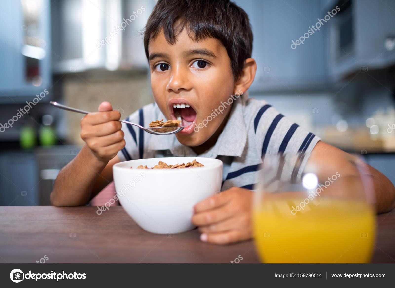 Niño Desayunando Dibujo